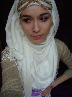 فتاة جميلة ومتدينة وانسة في سن العشرين