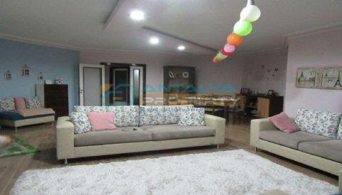 شقة من الطراز رفيع المستوى 4+1 للبيع في كونيالتي