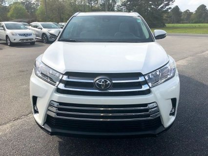 Neatly used 2019 Toyota Highlander Limited Platinum SUV.