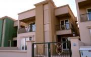 بيت في أتكونز بسعر منافس من الباصو07508433333